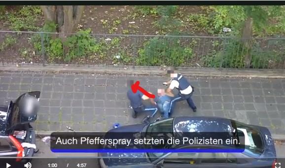 Tritt des Mannes gegen Polizisten